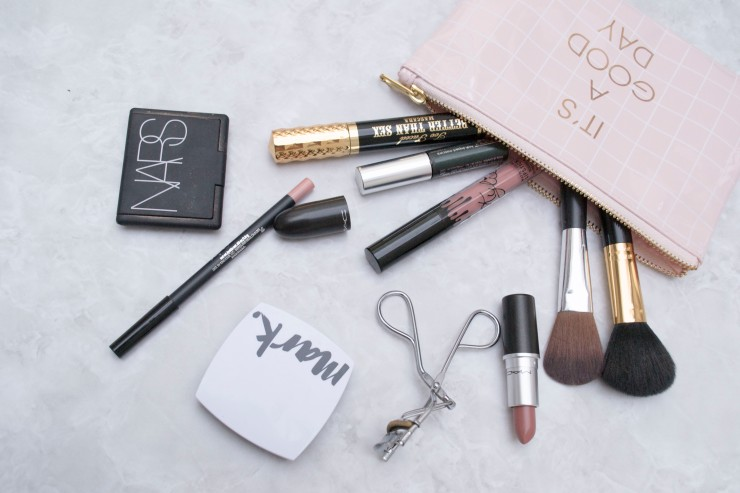 WHATS IN MY MAKE UP BAG_3