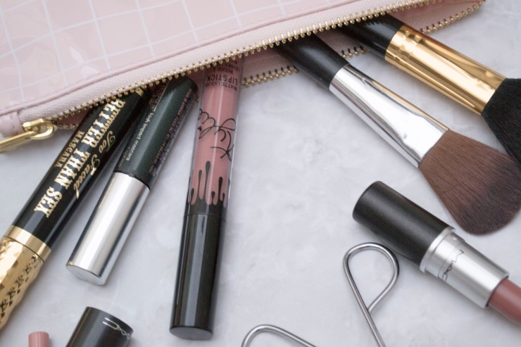 WHATS IN MY MAKE UP BAG_4