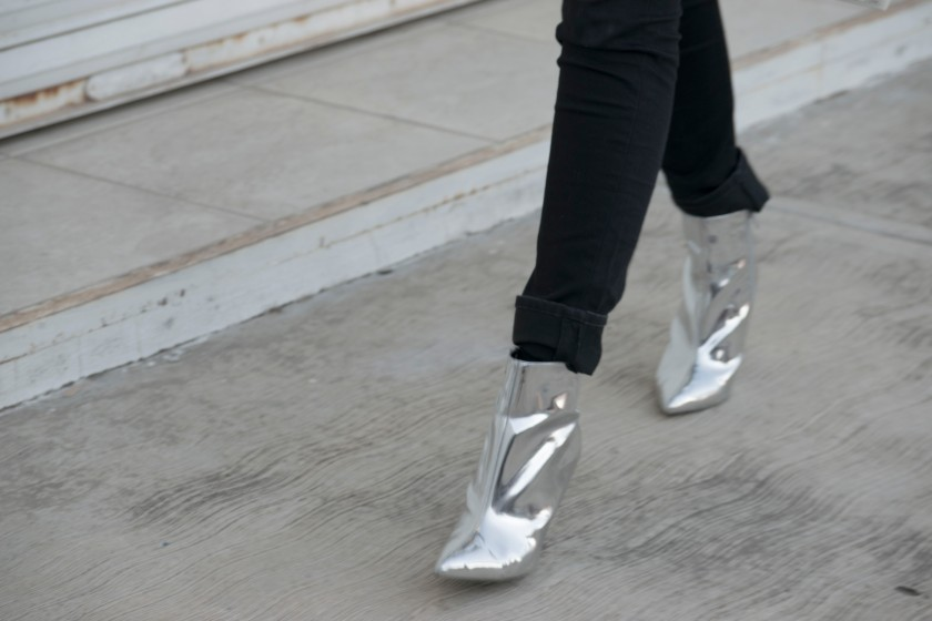 SILVER BOOTS2